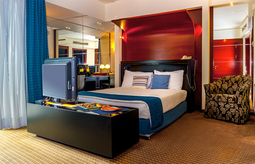 Club Hotel Casino Loutraki 5*: Από 99€ για 1 Διανυκτέρευση 2 Ατόμων με Πρωινό, Γεύμα στο Ξενοδοχείο, 6 Ποτά, Δώρο έκπληξη για τα μέλη του Ποντομάνια, Welcome drinks, Late check out, Εκπτώσεις σε Spa και Εστιατόρια