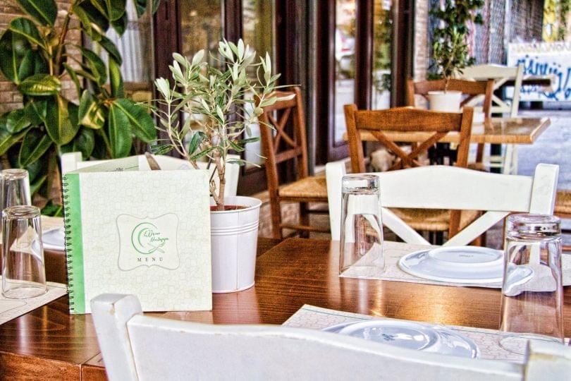 15€ από 30€ για πλήρες menu 2 ατόμων, ελεύθερη επιλογή, στον όμορφο χώρο του μεζεδοπωλείου ''Ελλήνων Μυθαγωγία'' στου Ψυρρή