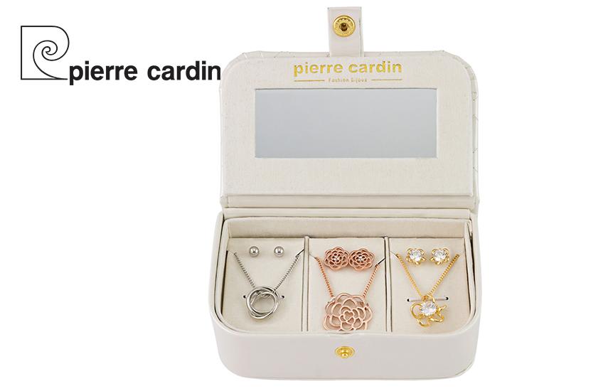 27,9€ από 59,8€ για Σετ με συλλογή Κοσμημάτων ''Pierre Cardin'', από Κράμα Χρυσού, με 3 Κολιέ και 3 Ζευγάρια Σκουλαρίκια, σε Πολυτελή συσκευασία
