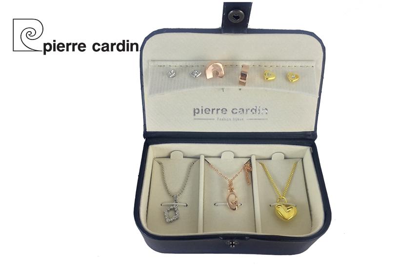 27,9€ από 59,8€ για Σετ με συλλογή Κοσμημάτων ''Pierre Cardin'', από Κράμα Χρυσού & Κράμα Ροδίου, με 3 Κολιέ και 3 Ζευγάρια Σκουλαρίκια, σε Πολυτελή συσκευασία