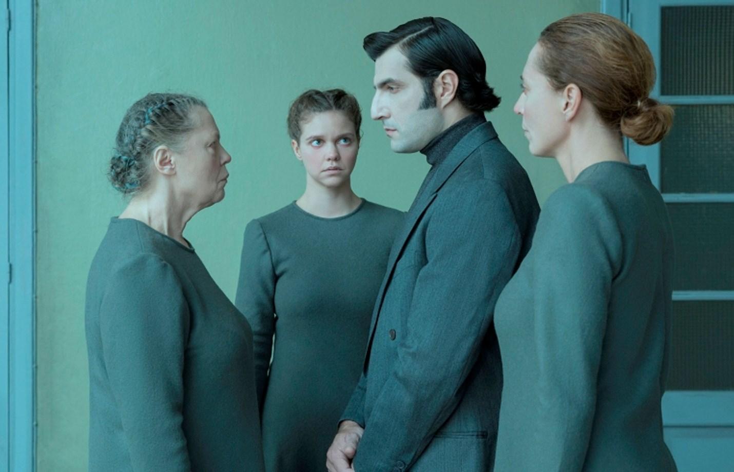 12€ από 18€ για είσοδο στο βραβευμένο αριστούργημα του Τζον Πάτρικ Σάνλει ''ΑΜΦΙΒΟΛΙΑ (DOUBT)'', σε διασκευή και σκηνοθεσία Απόλλωνα Παπαθεοχάρη, στο θέατρο Ροές. Πρωταγωνιστούν η Ρούλα Πατεράκη, ο Νίκος Κουρής, η Λίλα Μπακλέση και Πηνελόπη Μαρκοπούλου