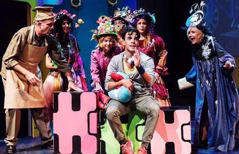 ΜΟΝΟ ΓΙΑ ΛΙΓΕΣ ΜΕΡΕΣ! 50% έκπτωση (από 6€) για είσοδο 1 ατόμου στο ''Πιο Τρελό Τριήμερο'', τη νέα πρωτότυπη και απογειωτική παιδική παράσταση της Κέλλυς Σταμουλάκη στο θέατρο ΗΒΗ! Με τους Πασχάλη Τσαρούχα, Νέλλη Γκίνη, Ρένο Ρώτα, σε μουσική Λαυρέντη Μαχαιρίτσα και ζωντανή ορχήστρα υπό τον Μαυρίκιο Μαυρικίου!
