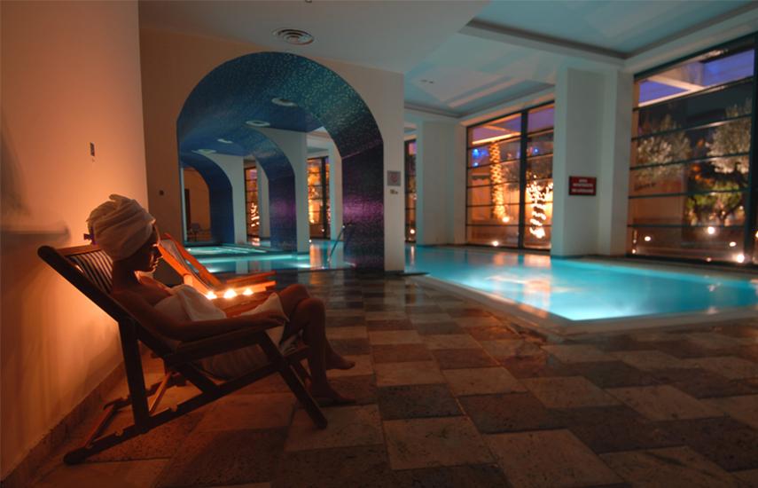 Club Hotel Casino Loutraki 5*: 109€ από 310€ για 2ήμερη απόδραση 2 Ατόμων με Πρωινό, Δείπνο στο Ξενοδοχείο, Ποτά, Welcome drinks, Late check out, Εκπτώσεις σε Spa
