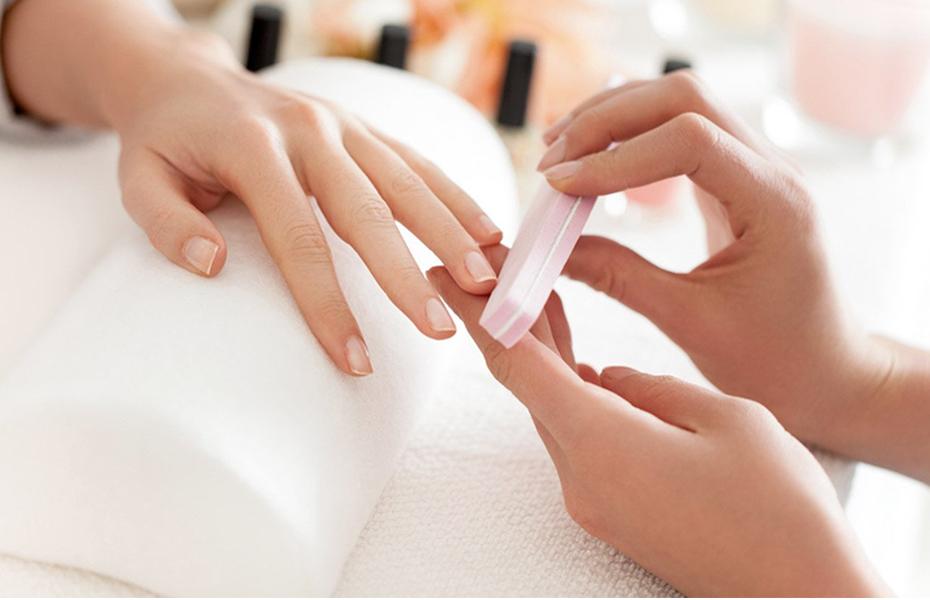 Από 9€ για Ημιμόνιμο Manicure, Φυσική Ενίσχυση & Σχηματισμό Φρυδιών, στο