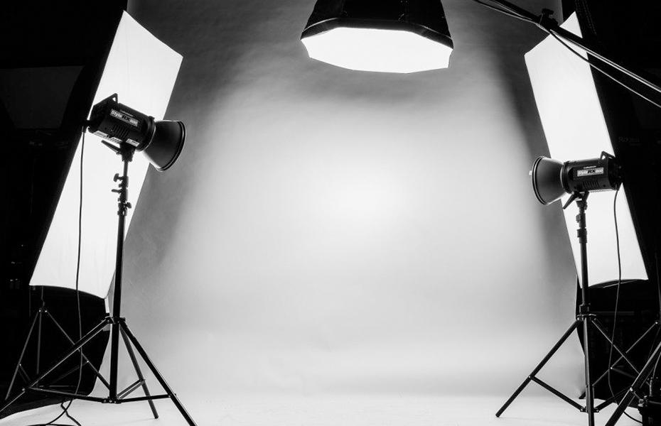 Aπό 5,9€ για Φωτογραφίες απλές, Ταυτότητας, Διπλώματος οδήγησης ή Διαβατηρίου, στο στούντιο