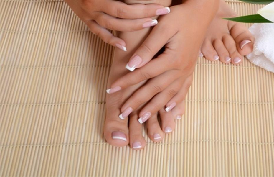 Aπό 18€ για ολοκληρωμένο Manicure-Pedicure, απλό ή ημιμόνιμο, στον υπέροχο χώρο του